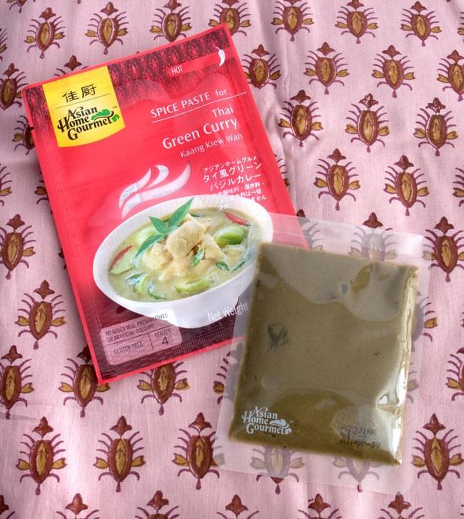 タイ風 グリーン バジル カレー 【Asian Home Gourmet】の写真2 - このペーストにココナッツミルクと具材を入れて煮込めば簡単に作れます。