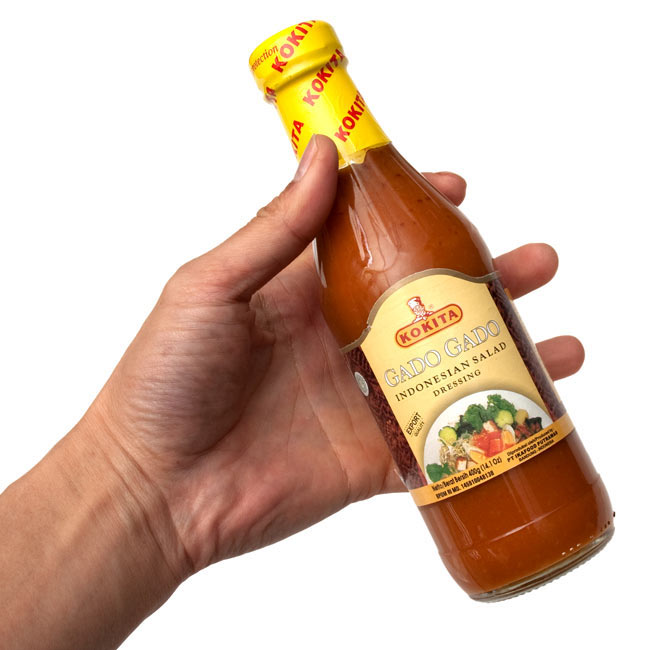 インドネシア サラダ ドレッシング - ガドガド - Bumbu GadoGado 【Kokita】の写真3 - 手に持って見ました。和え物やサラダにたっぷり使えます。後引き間違いなしですよ。