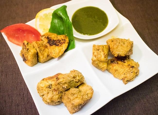 インド料理の素 - タンドリーソース Tandoori  【GeetasFood】の写真3 - 鶏肉を一晩漬け込んで焼いてみました。タンドリー窯を使えばさらに美味しくなるはず。