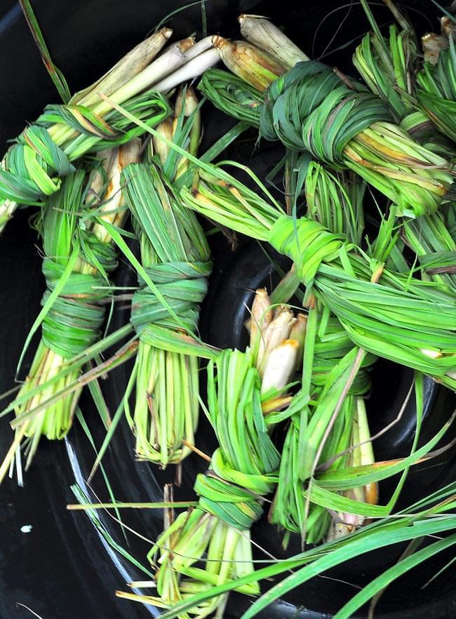 レモングラス リーフ カット【Tea Boutique】の写真3 - レモングラスの束。西洋では葉の部分、東南アジアでは茎や根などが使われます。