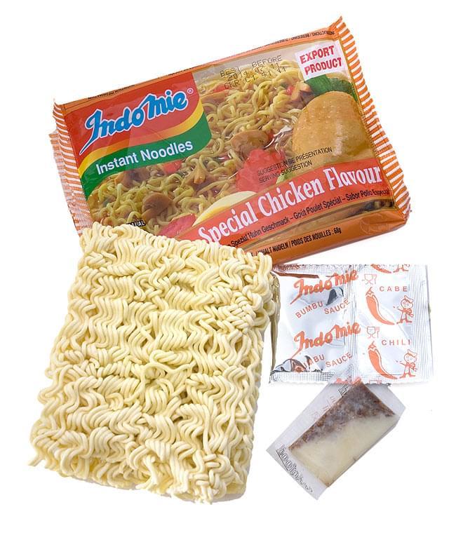 インスタント ヌードル スペシャル チキン味 【Indo mie】 2 - 乾麺に液体調味料、粉末調味料がついています。