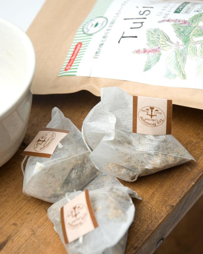 トゥルシーティー Tulsi Tea 【Tea Boutique】 2 - とても丁寧な作りの三角テトラパックになっています。