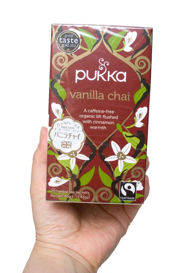 【PUKKA】 vanilla chai - オーガニックハーブティー(カフェインフリー)  3 - 手に持ってみました。あなたの美容・健康ライフに是非、お役立て下さい。。