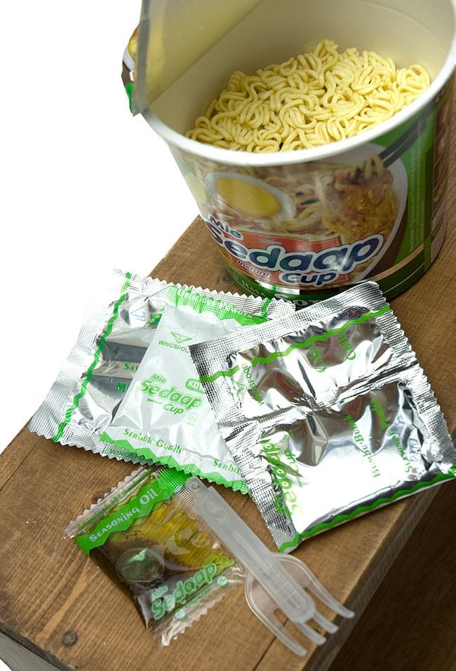 インスタント カップ ヌードル ソトミー味 - SOTO Cup  【Mie Sedaap】  2 - かやく?粉末調味料?液体調味料等入ってます。