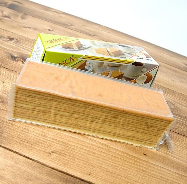 レイヤーケーキ ココナッツ(スリカヤ風味) 【MORISCA】 2 - バームクーヘン?ミルフィーユ?とにかく何層にも生地が重なっています。