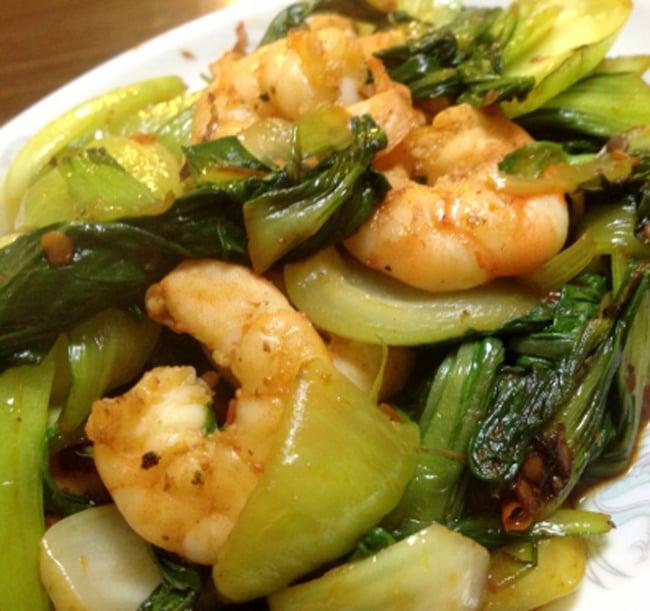 インドネシア チリ ソース サンバル ぺタイ ウダン ケリング - Sambal Petai Udang Kering 【Mariza】 2 - サンバルと空芯菜の炒めものはインドネシア料理の定番です。写真は、青梗菜とエビの炒めもの。(レシピ参照)です。