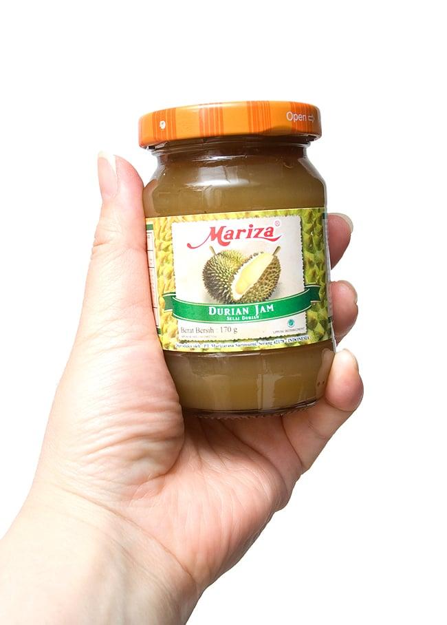 ドリアン ジャム- Durian Jam 【Mariza】 3 - 手に持ってみました。トーストにヨーグルトに是非、是非、お試しください。