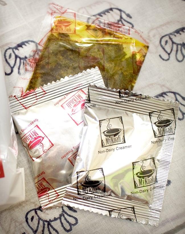 ホワイトカリー麺  【世界No.1社】の写真3 - 麺と調味袋が3つ入っています。