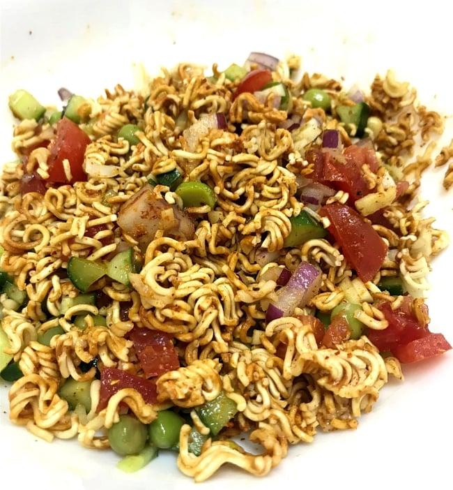 WAIWAI Noodles - インドのインスタントヌードル【ベジ・マサラ味】 5 - ネパール風にサラダにしてみました