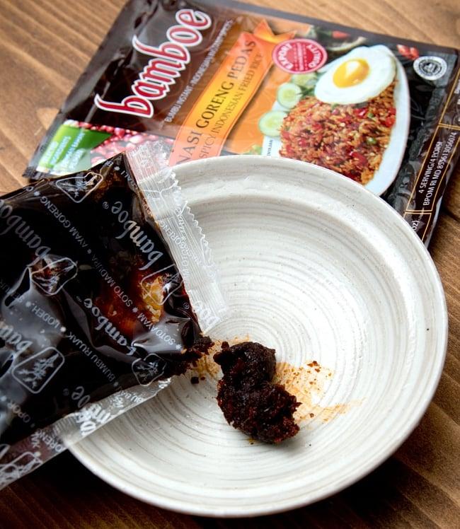 【bamboe】インドネシア風辛口チャーハン - ナシゴレンプダスの素 Nasi Goreng Pedas  4 - ペーストを炒めて、そこへ鳥だしと材料を入れて煮こむだけの簡単調理。