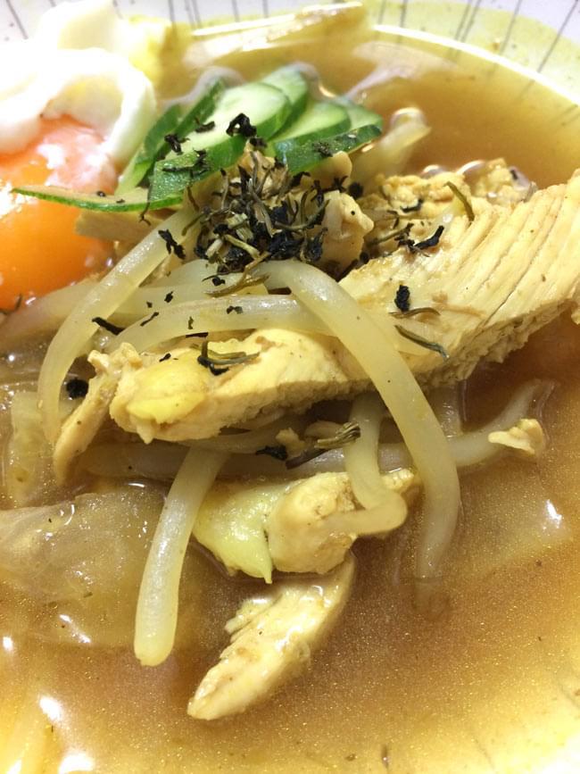 インドネシア料理 ソトアヤムの素 - SOTO AYAM 【bamboe】の写真3 - ペーストを炒めて、そこへ鳥だしと材料を入れて煮こむだけの簡単調理。