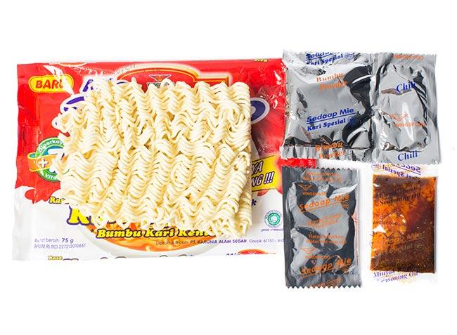 インスタント ヌードル オニオンチキン味 【Mie Sedaap】  2 - 乾麺に液体調味料、粉末調味料がついています。(写真は、同シリーズの味違いの商品です。)