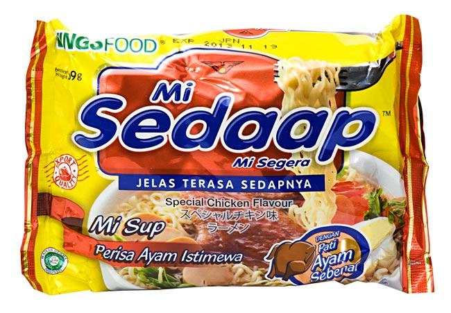 インスタント ヌードル スペシャルチキン味 【Mie Sedaap】 の写真