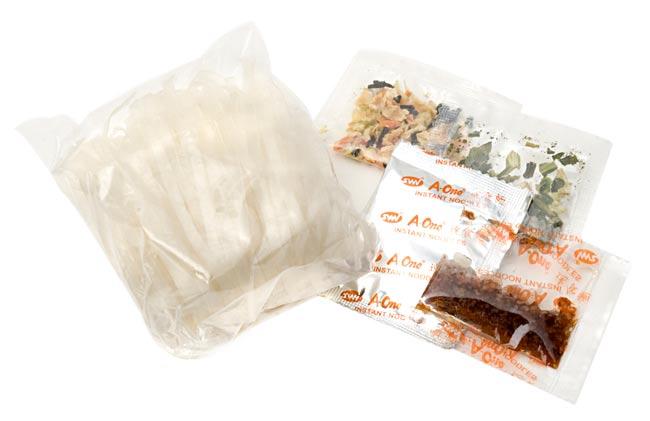 ベトナム・フォー インスタント カップ 【A-One】 ポーク味 2 - 中身はこんなかんじです。(写真は、同シリーズの味違いの商品です。)