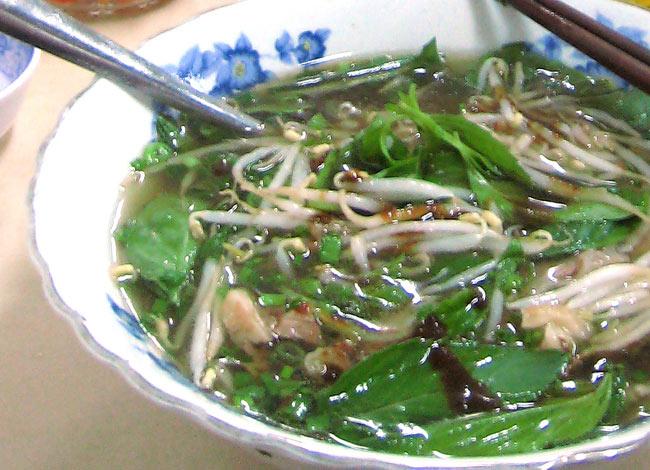 ベトナム・フォー インスタント カップ 【A-One】 ベジタブル味 4 - 肉、野菜をたっぷり入れてつるつるっといただきます。(イメージ)