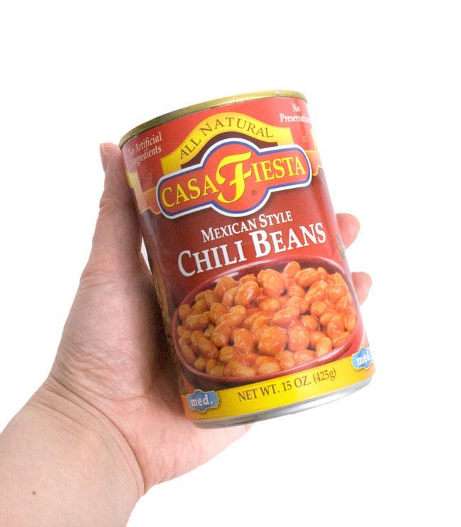 チリ ビーンズ メキシカン スタイル  【CASA FIESTA】 3 - 手に持ってみました。なかなか、美味しいです。こちらの人缶で2〜3人程、召し上がれます。一人で全部食べても大丈夫ですが・・・