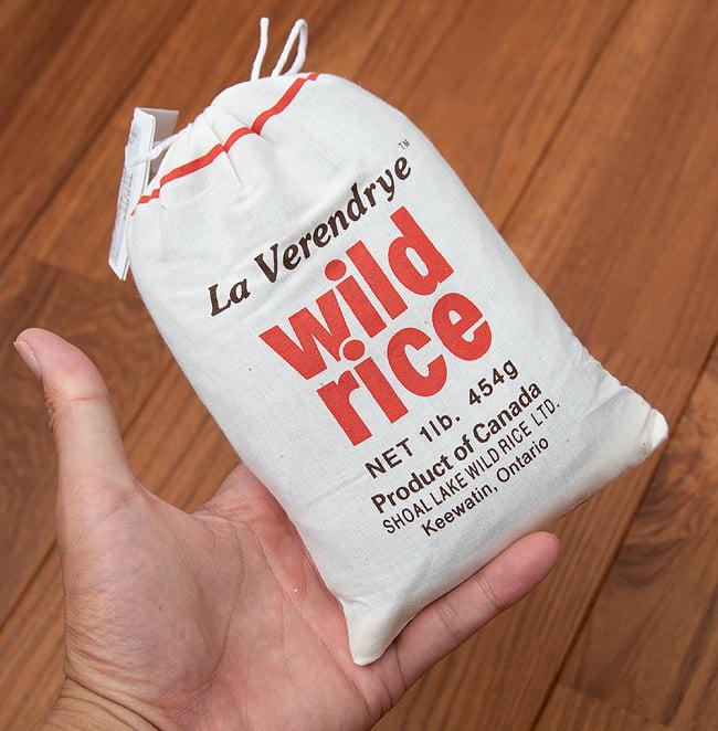 ワイルドライス 454g 【La Verendrye】  3 - 手に持ってみました。かわいい袋入りです。