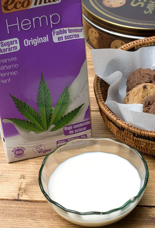 有機 ヘンプ ミルク 加糖 - Hemp Milk  Original Low Sugar 【ecomil】 2 - 白に近いクリーム色でサラッとしています。
