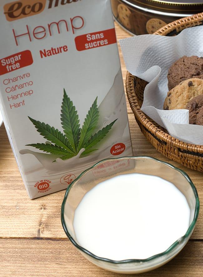 有機 ヘンプ ミルク 無糖 - Hemp Milk  Nature Sugar Free 【ecomil】 2 - 白に近いクリーム色でサラッとしています。
