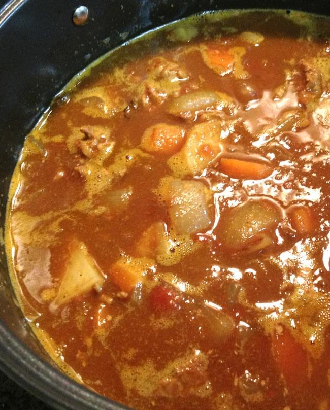 カレーパウダー Curry powder Multipurpose 【MTR】 3 - カレーを作ってみました。約4人分のカレーを作るのに約50g必要です。辛さの調節はスパイスの増減で調節してください。