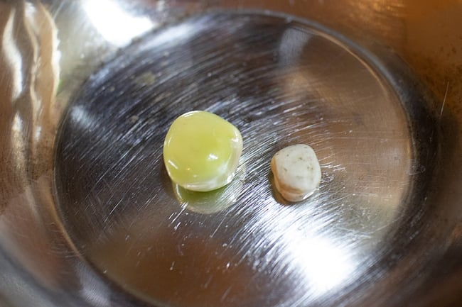 【大粒】乾燥グリーンピース 1Kg インドネパールのスパイスおかずに! 5 - 一晩水につけてみました(左)。このようにふっくらと大きくなります。