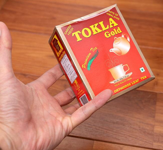 ネパールの紅茶 トクラグリーン CTC 紅茶 5 - サイズ比較のために、手に持ってみました
