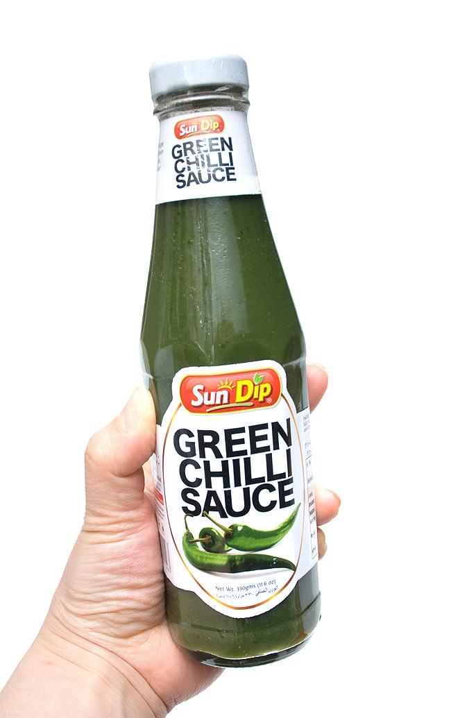 グリーンチリ ソース - Green Chili Sauce  330g 【San Dip】 2 - 手に持ってみました。たっぷり使えて丁度いい大きさです。