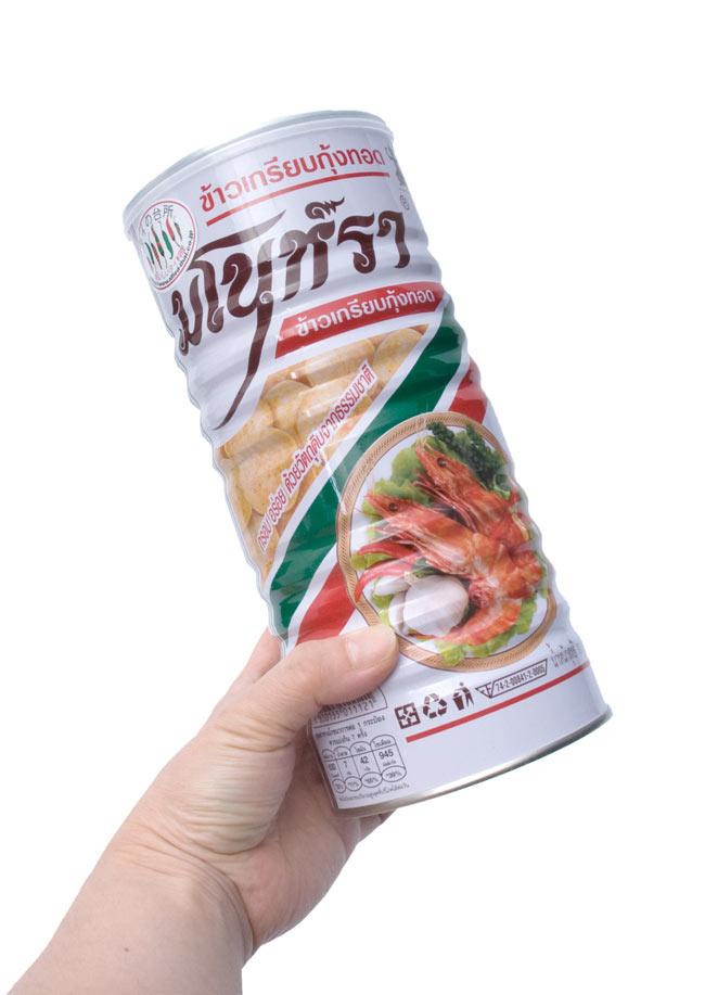 フライドシュリンプチップス - Lサイズ缶【Manora】 2 - 手に持ってみました。テベきりな大きさでも、いっぱい入っています。