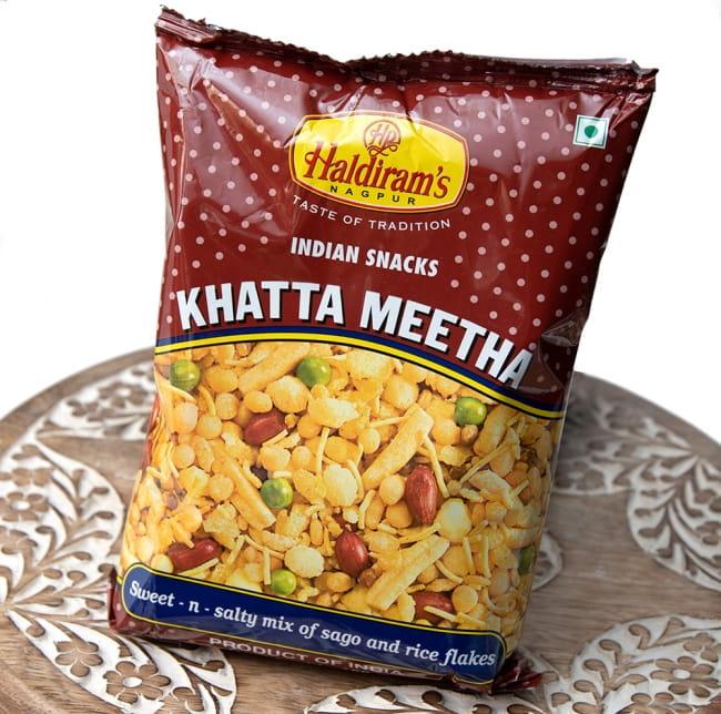 インドのお菓子 甘酸っぱいスナック - カッタミータ - KHATTA MEETHA  2 - 斜めから撮影しました