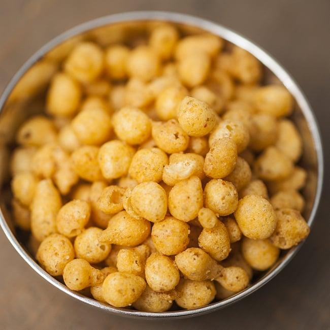 インドのお菓子 マサラ揚げ天 ブーンディ - BOONDI 2 - 中身はこんな感じ。さくさくスパイシーなひよこ豆揚げ玉です。