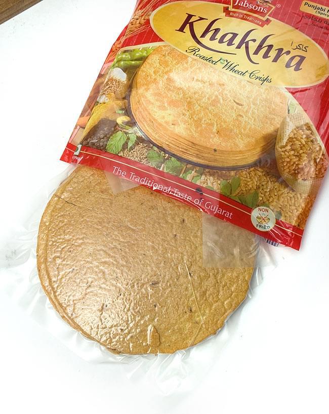 カークラマサラ - インド 薄せんべい  スパイシー Khakhra Masala 200g 【Jobsons】 3 - さすがエキスポートクオリティー、社長が貰ってきた現地仕様とは全然違います。中袋は湿気らないように封がしてあります。
