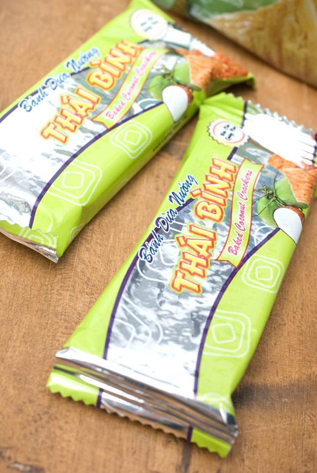ベトナムスナック ココナッツクラッカー【THAI BINH】 3 - 一袋に小分けで12袋入っています。お友達に配ったり、保存に最適。