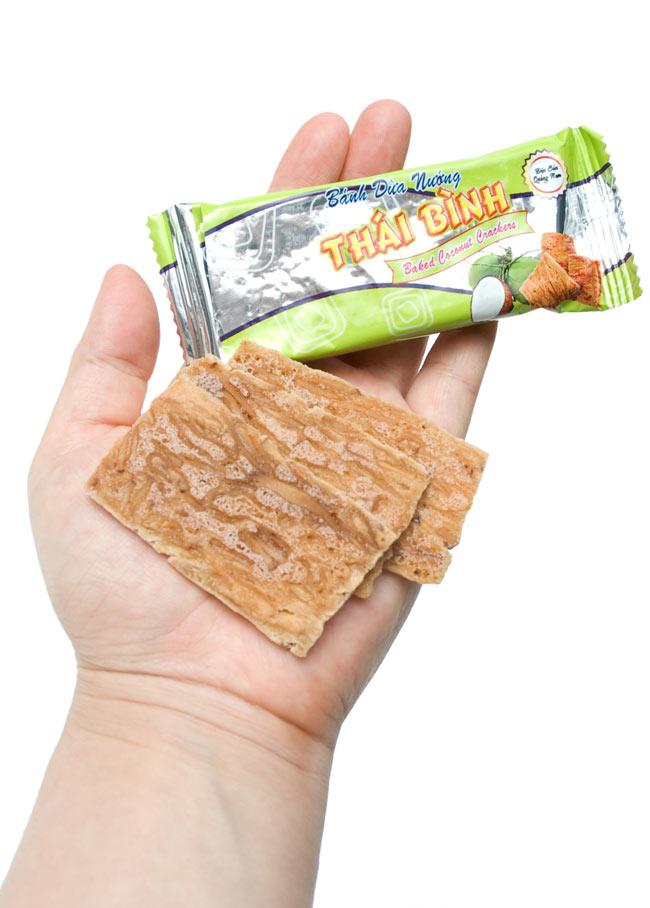 ベトナムスナック ココナッツクラッカー【THAI BINH】 4 - 小分けの一袋には3枚のクラッカーが入っています。素朴でクリスピーな食感がたまりません