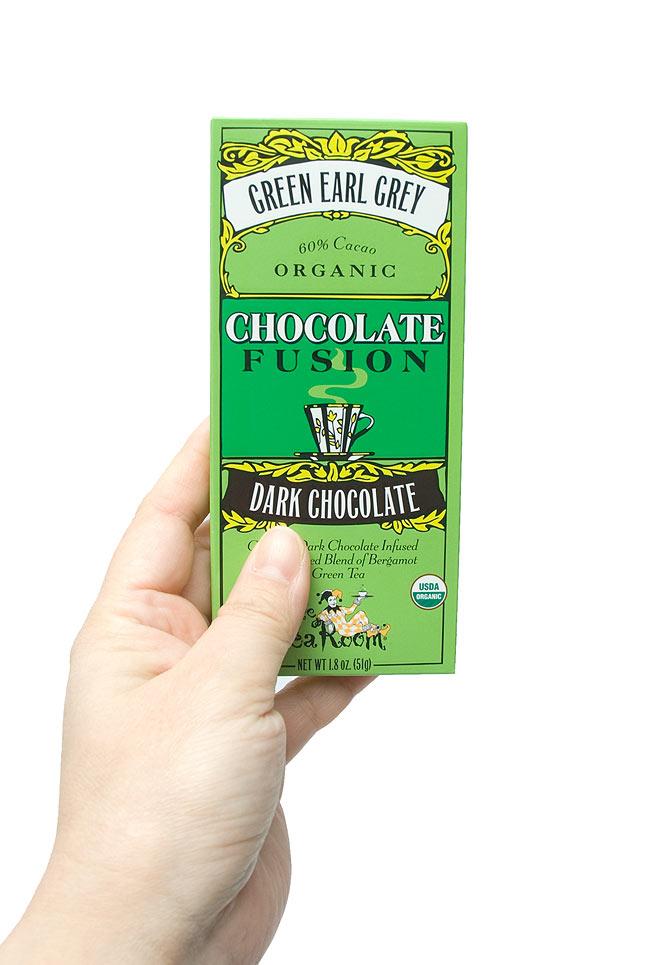 【冬季限定】オーガニックチョコレート - グリーン アール グレー - Green Earl Grey 【The Tea Room】の写真4 - 手に持ってみました。おしゃれな外箱は、さりげなく飾ってみてははいかが?