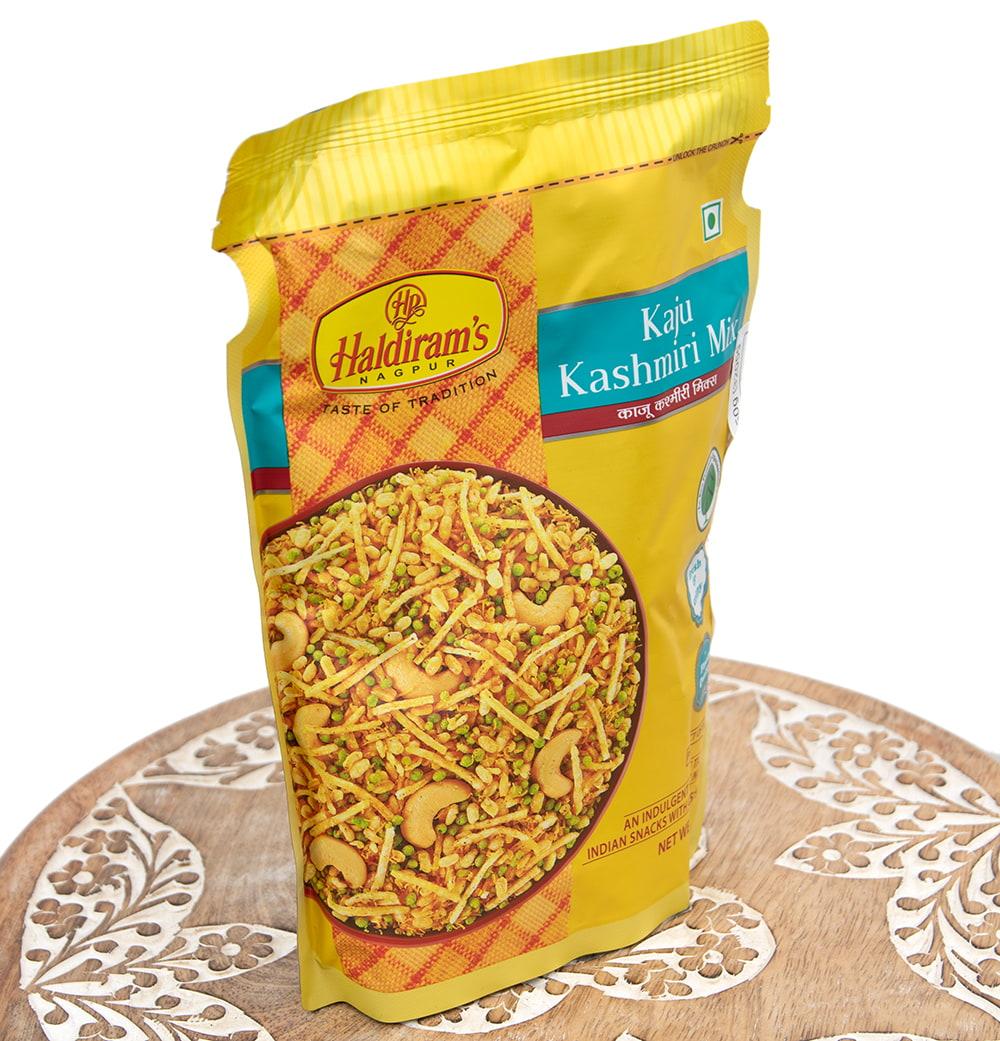 インドのお菓子 カシミールダルモット - KASHMIRI DALMOTH 2 - カシミールダムルは、マンゴーの酸味と独自ブレンドのスパイスが織りなす甘酸っぱいお菓子です。
