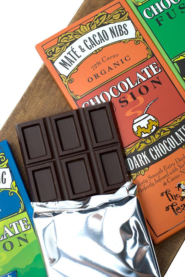 【冬季限定】オーガニックチョコレート - マテ &カカオニブ - Mate &Cacao Nibs 【The Tea Room】 3 - ダークチョコらしい面持ちです。お茶とチョコの美味しそうな匂いもします。