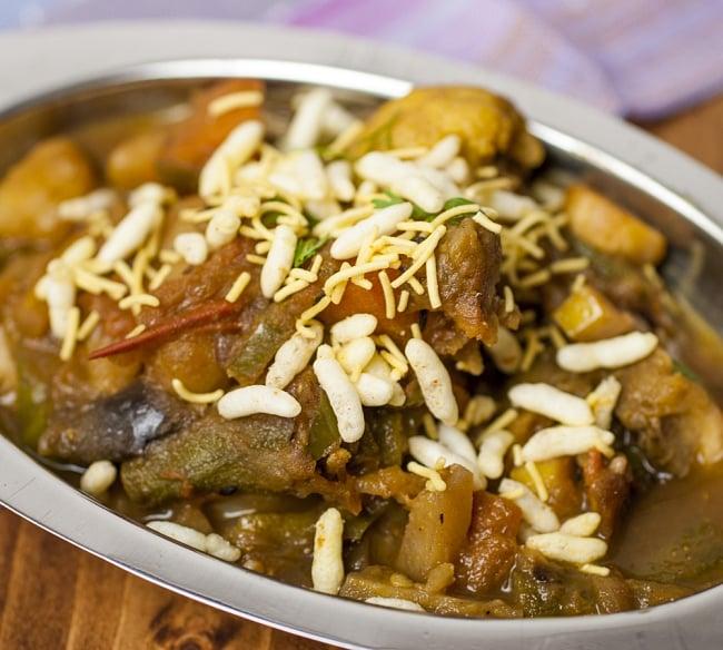 【Haldiram's】レモンベル-Lemon Bhel-インドお菓子の写真3 - そのまま食べたりカレーに掛けて食感を楽しんだりします。