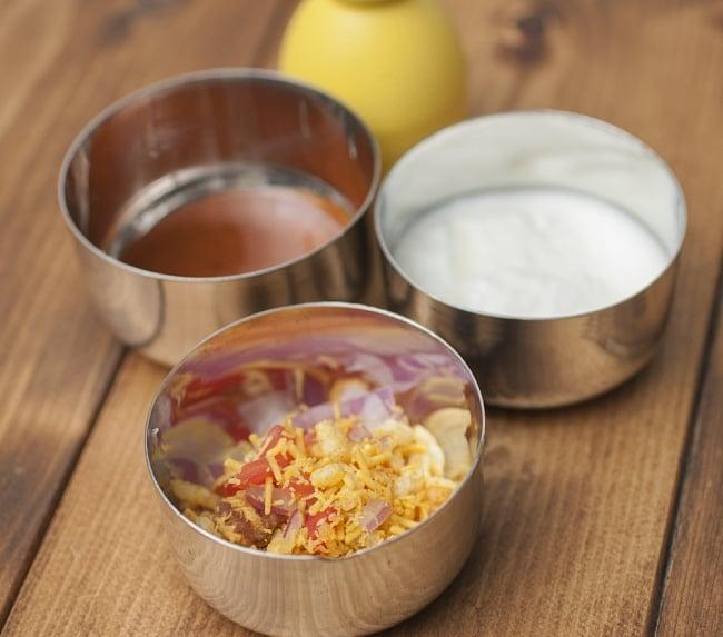 fatafat bhel(ファタファットベル)-Haldirams's-インドお菓子の写真4 - ・左上:チャツネ ・右上:無糖ヨーグルト ・下:ファットベルとチャツネ、ヨーグルト、玉ねぎ、トマトをミックスしたものです。