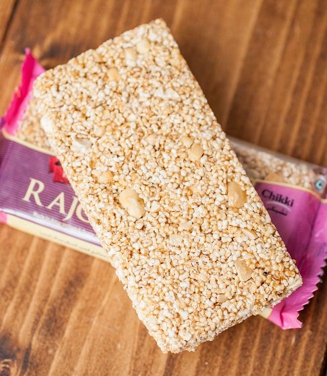 インドのお菓子 チッキ-CHIKKI-アマランサス【Jabsons】の写真2 - アマランサス(Rajgira)と細かくした落花生で作られています