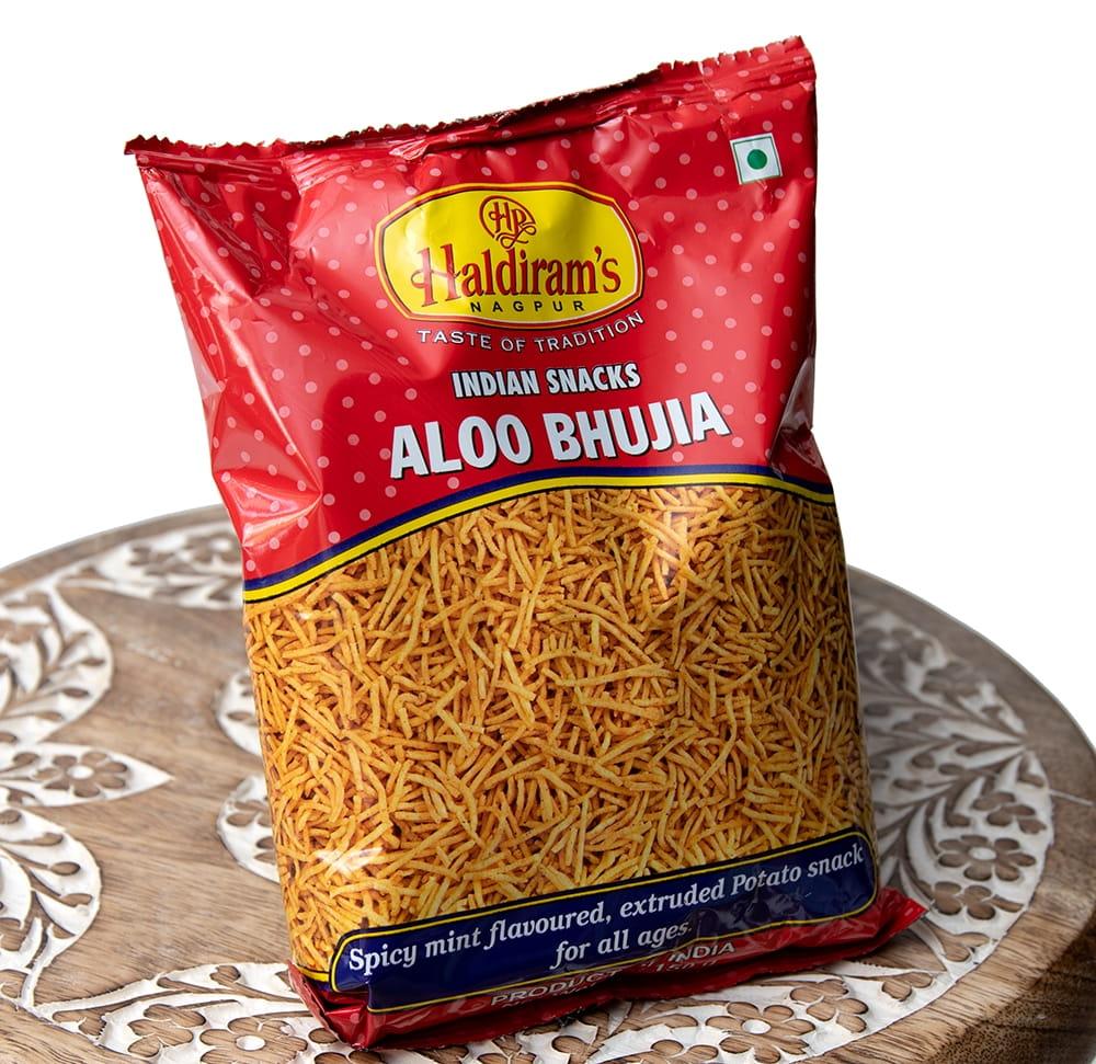 インドのお菓子 スパイシーポテトスナック アルーブジア - ALOO BHUJIA 2 - 斜めから撮影しました