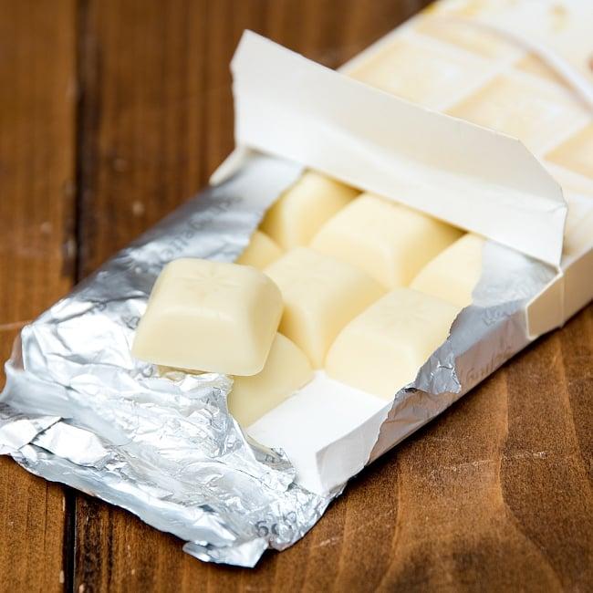 〔TRUMPF〕ドイツ製 トランフのチョコレート 人気のSchogettenシリーズ - ブラック&ホワイト 3 - 同ジャンルのホワイトチョコレートの写真です。小さな粒が沢山入って一口サイズで食べやすいです。お出かけ時やみんなでちょっとずつ食べるのに最適。いろんな味を食べたいなんて時にもいいですよ。