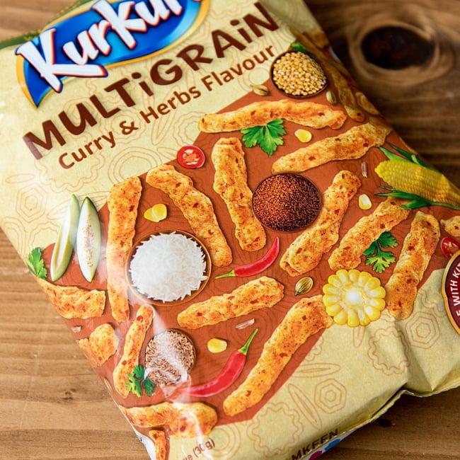 インドのスナック KurKure【MuLTiGRAiN Curry & Herbs Flavour カレーとハーブ味】 3 - カレーとハーブ系のいろいろミックスされたフレーバー