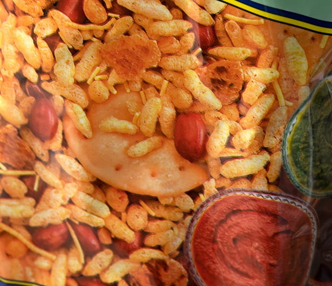 インドのお菓子 マサラぽん菓子 ベルプリ - Bhel Puri 3 - 中にはピーナッツ、ポン菓子、糸状のお菓子が入っています
