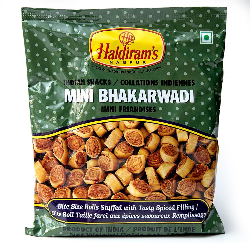 インドのお菓子 Mini Bhakarwadi - ミニバッカルワリ 5 - 白背景で撮影しました