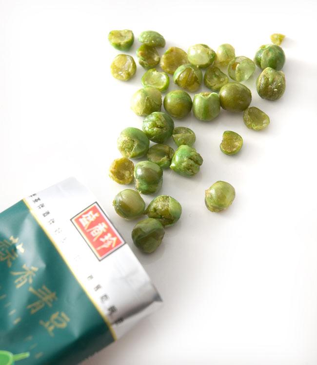 台湾スナック ガーリック・グリーンピース 100g 【盛香珍】 2 - 中身はこんなかんじです。小さい袋に入ってるのがいいのかもしれませんが美味しいく後引きなので煩わしさも感じます。