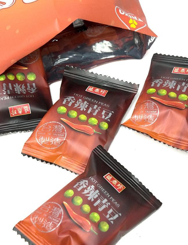 台湾スナック スパイシー・グリーンピース 100g 【盛香珍】 3 - 中には小袋に小分けされて入っています。いつも開けたて新鮮で食べられます。