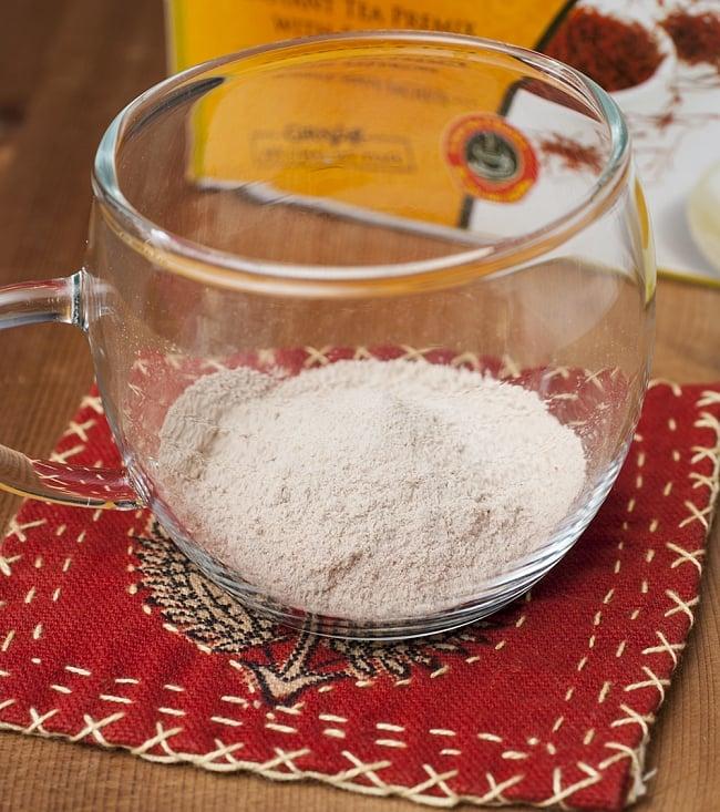 サフランチャイ-Saffron Chai-【GIRNAR】 3 - 粉状でさっと溶けてくれます。