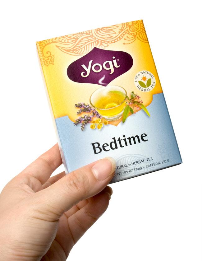 ベッドタイム【Yogi tea ヨギティー】 - 手に持ってみました。横から開けるタイプで、そのまま収納に使えます。外箱を飾てもおしゃれ。