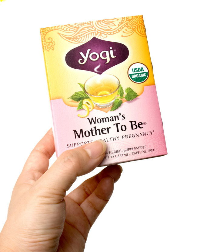 Mother To Be・母となる女性たちへ【Yogi tea ヨギティー】 - 手に持ってみました。横から開けるタイプで、そのまま収納に使えます。外箱を飾てもおしゃれ。