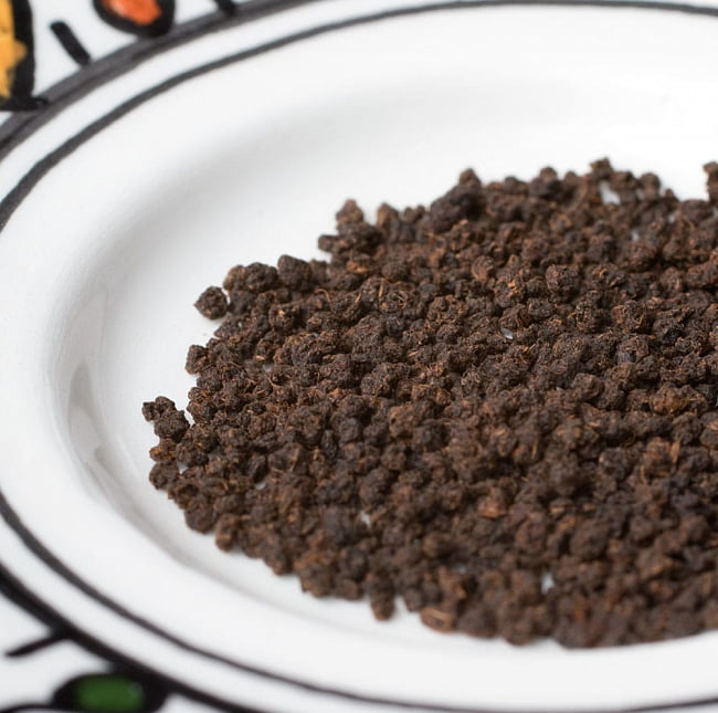 チャイ用紅茶- Veenas Kitchen CTC アッサムティー(袋入り)【500g】 3 - CTC紅茶葉をアップにして撮影しました